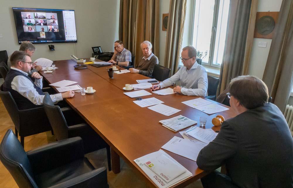 SFV rf:s årsmöte 2020, med både medlemmar på plats på Annegatan, och deltagare på skärm via videolänk.